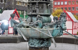 This is the base of the town statue that shows the history. Notice that even way back then, the men are doing the hard rowing while the woman is in the front giving the orders