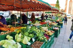 What a variety of vegetables in the market
