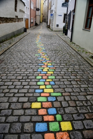 Just follow the yellow-green-blue-red brick road.